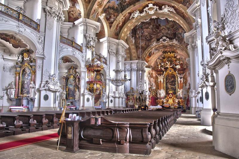 Bazylika w Krzeszowie - wnętrze